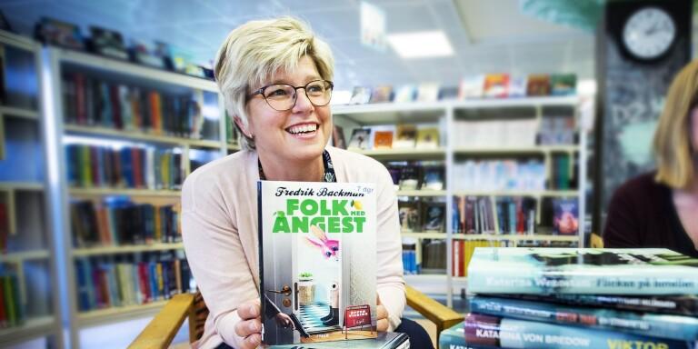 Bibliotekschef Anna-Lena Johansson har överraskats av ulricehamnarnas läsiver under pandemin.