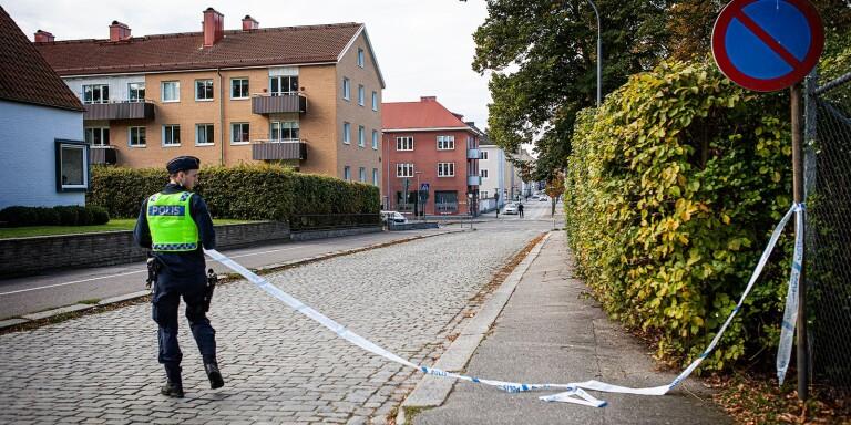 Polisen i Karlshamn spärrade av ett större område.