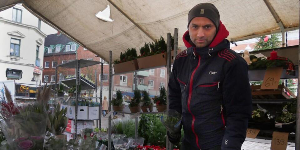 Ystadsföretagaren Mahmoud Hamed hotas utvisas med sina barn till Irak, medan hans fru utvisas till Marocko