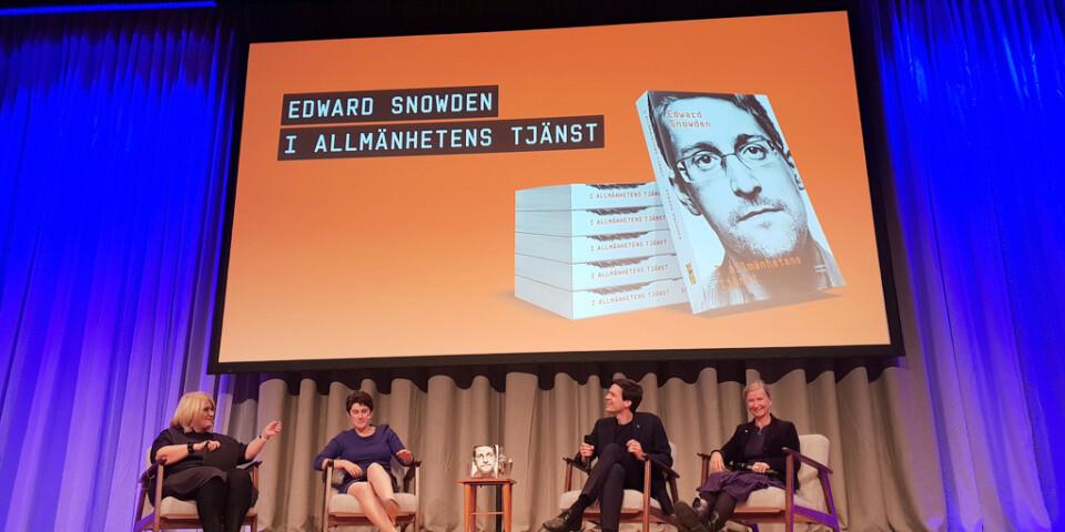 """Intresset var stort när Edward Snowdens biografi """"I allmänhetens tjänst"""" släpptes på Rivals stora scen i Stockholm."""
