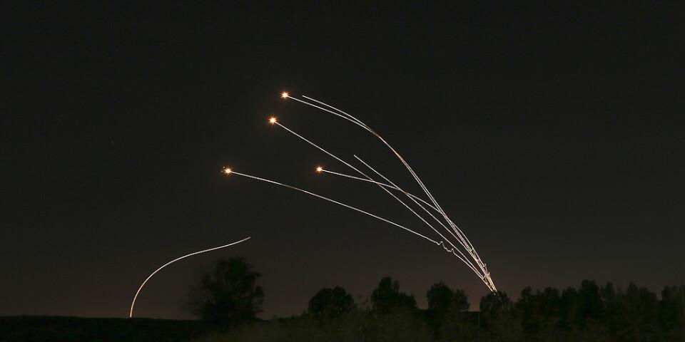 Det israeliska luftvärnssystemet Iron Dome attackerar palestinska raketer under en stridshandling i maj. Arkivbild.