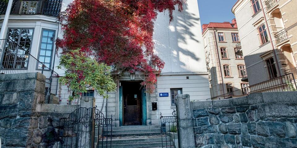Jensens grundskola i Göteborg har en inbjudande fasad.