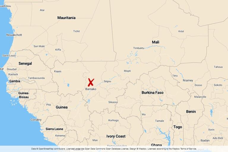 Bybor i Mali omringad av beväpnade män