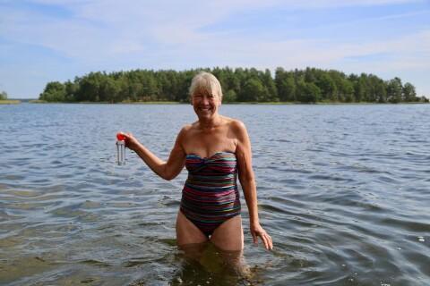 På Svartö är det Anne som håller koll på badtemperaturen
