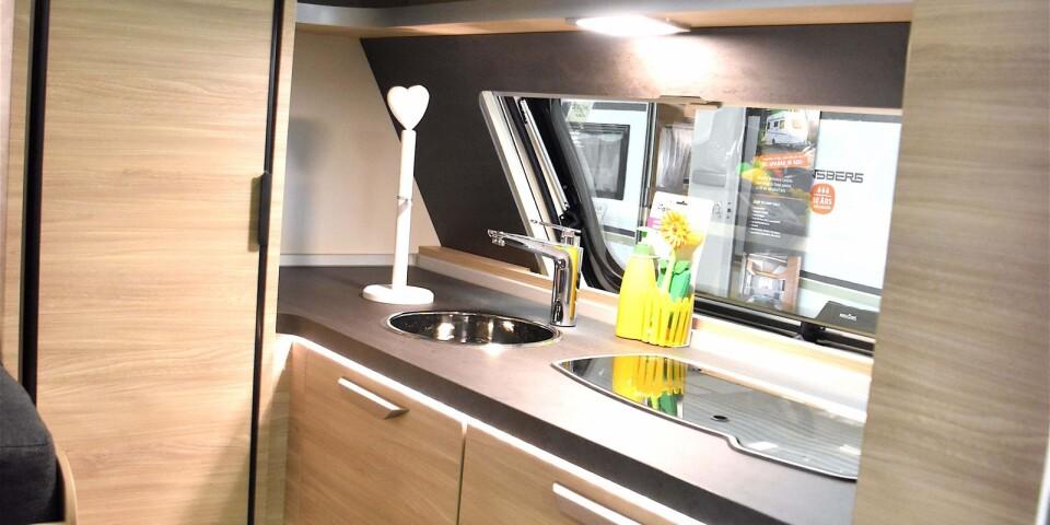 Den senaste trenden är att ha köket i den främre delen av husvagnen.