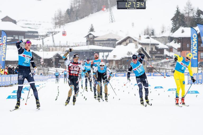 Emil Persson vinner och efter nästan en och en halv timmes åkning skiljer bara en knapp decimeter från att även Marcus Johansson (näst längst till höger) tar en plats på prispallen.