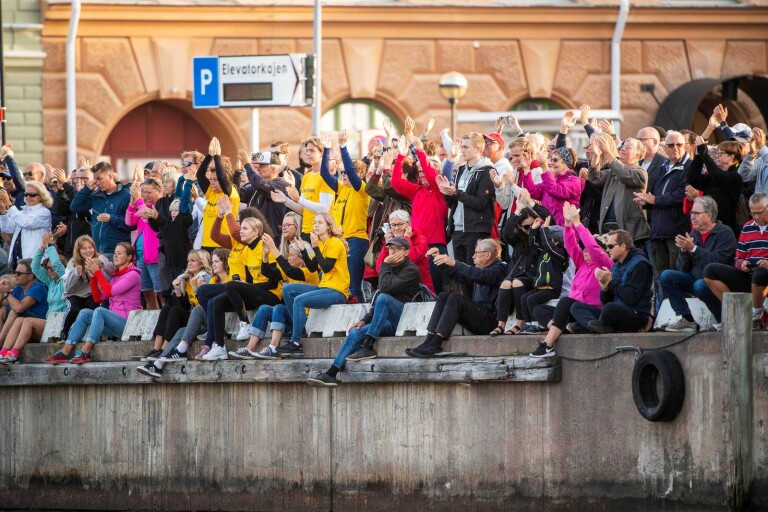 När Södra Långgatan stängdes av under Ironman serverades de äldre på Bryggaren kylskåpskall istället för varm mat, enligt insändarskribenten.