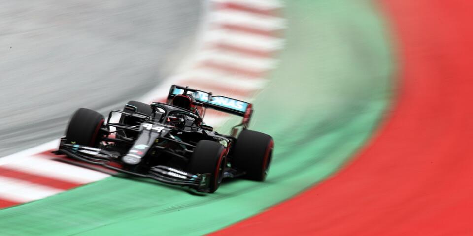 Mercedes Lewis Hamilton var snabbast på fredagens träning.