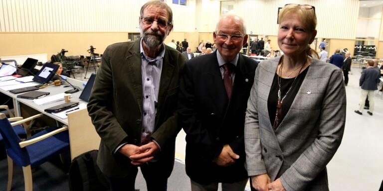 Presidiet i Bollebygds kommunfullmäktige – Otto Andreasson (S), Peter Hemlin (M) och Monika Svensson (SD) – uppmanar allmänheten att följa mötet via webben för att minska smittrisken.