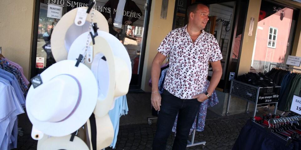Markus Jonasson, ordförande i Simrishamns köpmannaförening, konstaterar att vissa branscher gynnats av hemestern och den stora turistinvasionen på Österlen, men långt ifrån alla.