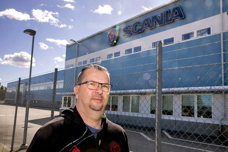 """Scanias fackordförande Mikael """"Sippa"""" Johansson har haft några annorlunda veckor på jobbet.Han har var i stort sett ensam på Scania där i normala fall mer än ett par tusen personer jobbar."""