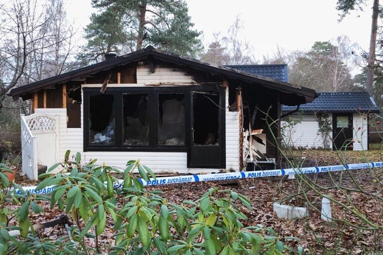 """Brand i sommarstuga i natt: """"Helt utbränd inuti"""""""