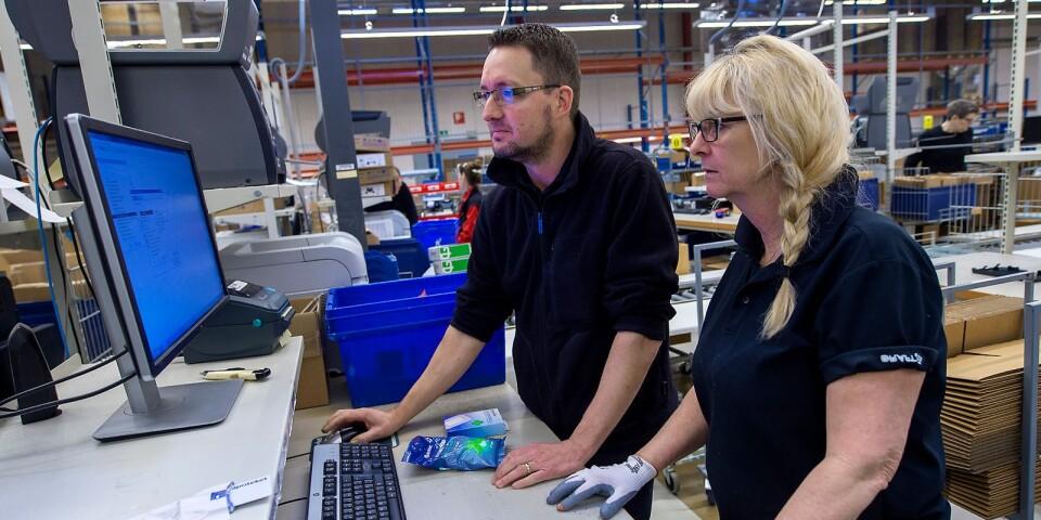 Teamcheferna Joakim Nilsson och Ingrid Johnsson är satta under hård press för att upprätthålla försörjningskedjan.