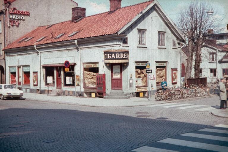 """Cigarrolles"" på Storgatan. Revs 1968."
