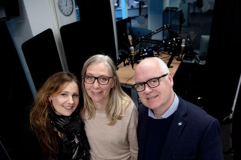 """Erica och Johan Månsson, till höger, gästar Marie Magnusson i """"Bokstavligt talat""""."""