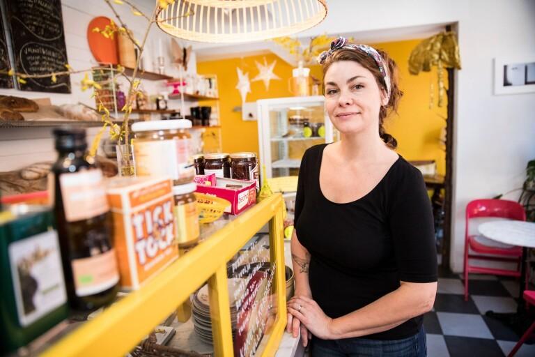 Jenny lägger kreativiteten i sitt café