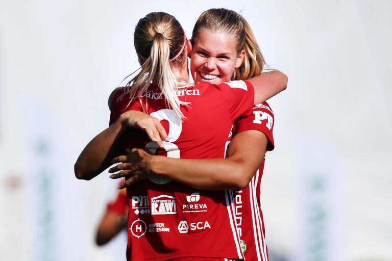 Nina Jakobsson och hennes lagkamrater i Piteå får hjälp från oväntat håll. Klubben har blivit erbjuden gratis övernattning hela säsongen.