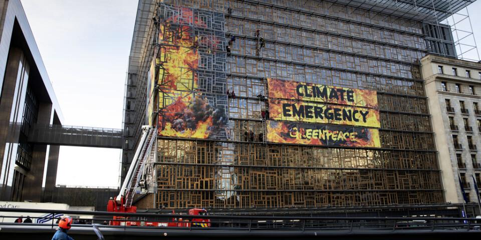 Greenpeace-aktivister demonstrerar inför EU-toppmötet i Bryssel.