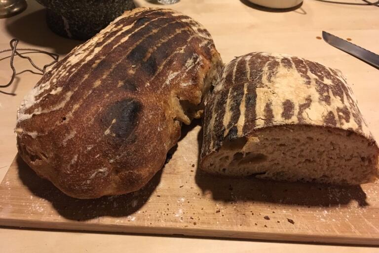 Det färdiga brödet. Oerhört smakrikt och gott.