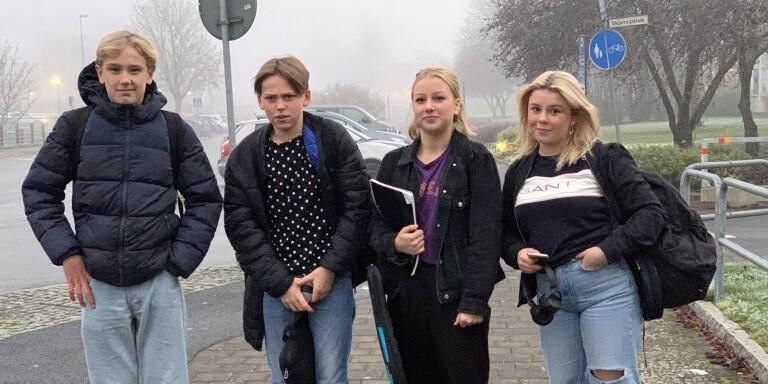 """Från vänster; Kasper Berntsson, Leon Elzer , Nellie Flyckt och Olivia Larsson.  """"Det var väntat att det skulle ställas in som läget är men det känns ändå tråkigt nu"""", säger Leon Elzer."""
