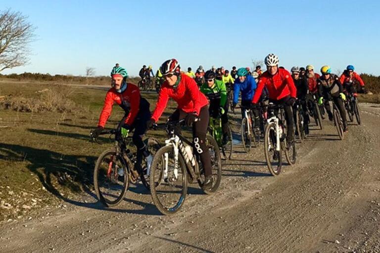 Mötte du en cykelgrupp längs en grusväg under lördagen var det säkert detta sällskap.