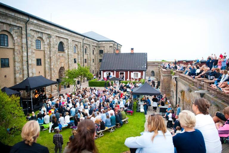 Kastellet i samband med Aspödagen och en konsert med Melissa Horn.