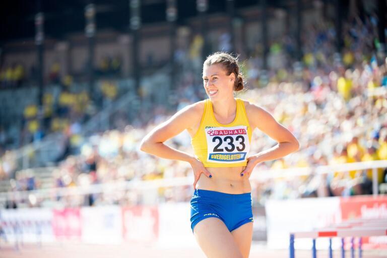Här ser vi Rebecka Abrahamsson från fjolårets Finnkampen på Stockholms stadion.  För närvarande är det träning, träning och träning som gäller i brist på några tävlingar.
