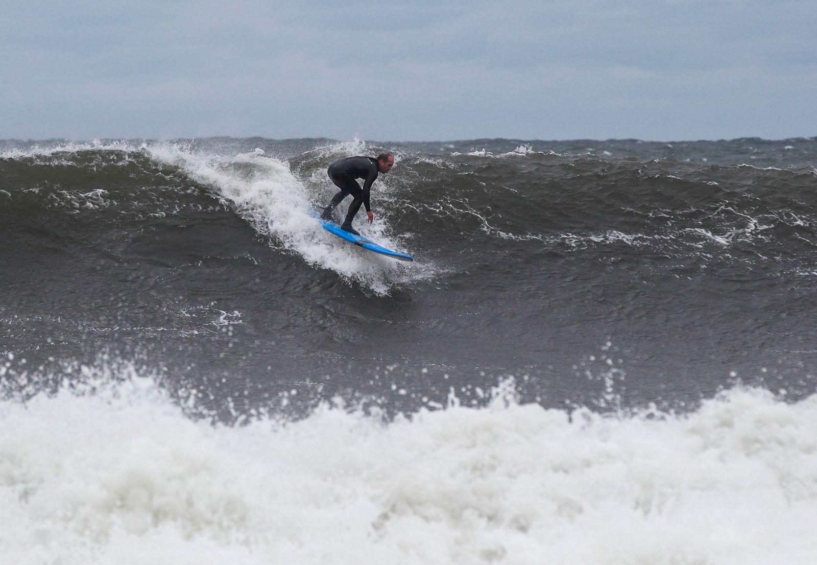 Amerikanen Steve Batten, som bott många år på Hawaii, imponerades av kvaliteten på Östersjöns vågor och förutsättningarna för vågsurf på Österlen.