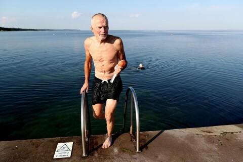 Per-Olof badar varje morgon från maj till oktober
