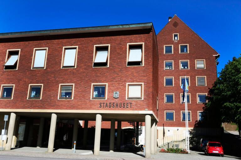 Två motioner om att sprida inflytandet till invånarna har lämnats till Ulricehamns kommunfullmäktige.