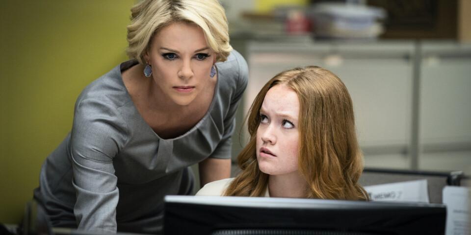 """Charlize Theron och Liv Hewson i """"Bombshell – när tystnaden bryts"""" – en oväntat nyanserad film om metooskandalen på Fox News. Pressbild."""