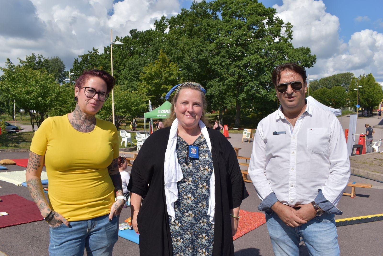 Aktivitetsledarna Emelie Jonasson, Eva H. Lund och Ahmad Alaaddin från socialförvaltningens trygghet och säkerhet.