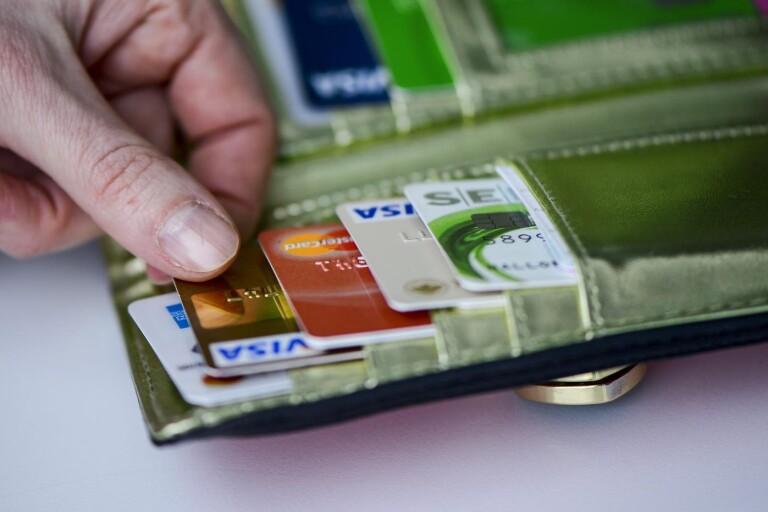 Öppnade kreditkort med falska personuppgifter