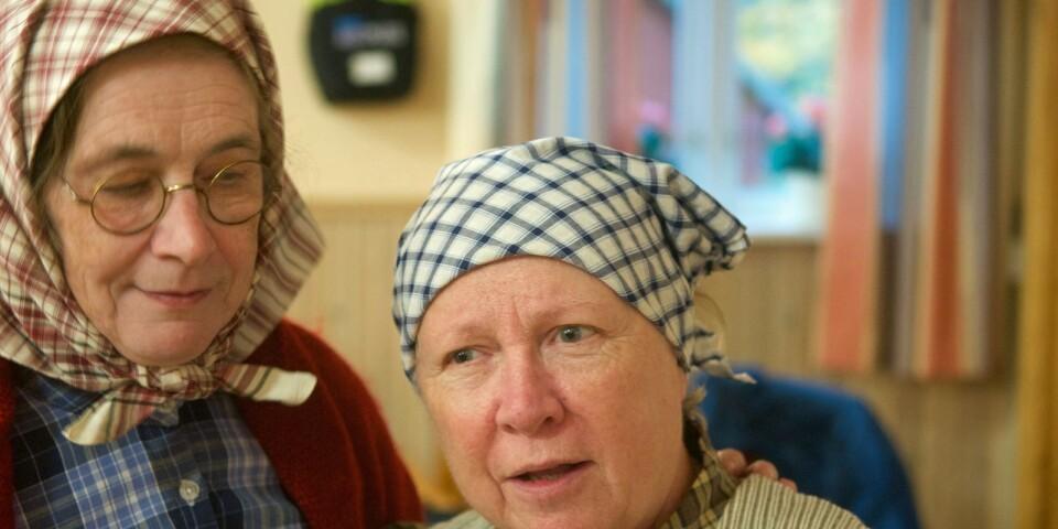 Gräsligheter i gränsland. Irene Israelsson som Ola-Hilda och Ann-Kristin Elgan som Gröta-Lina har centrala roller i Ulvamospelet. Irene spelar sin egen farmors mor.