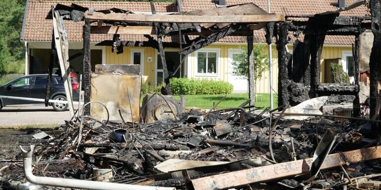 En lägenhet totalförstördes i branden sommaren 2020.