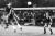 Jan-Åke Lundbergs främsta tillgång var hans huvudspel som höll toppklass. Här vinner han en duell mot Chelseas hårding Ron Harris. Börje Axelsson övervakar nicken i en sommarmatch 1977.