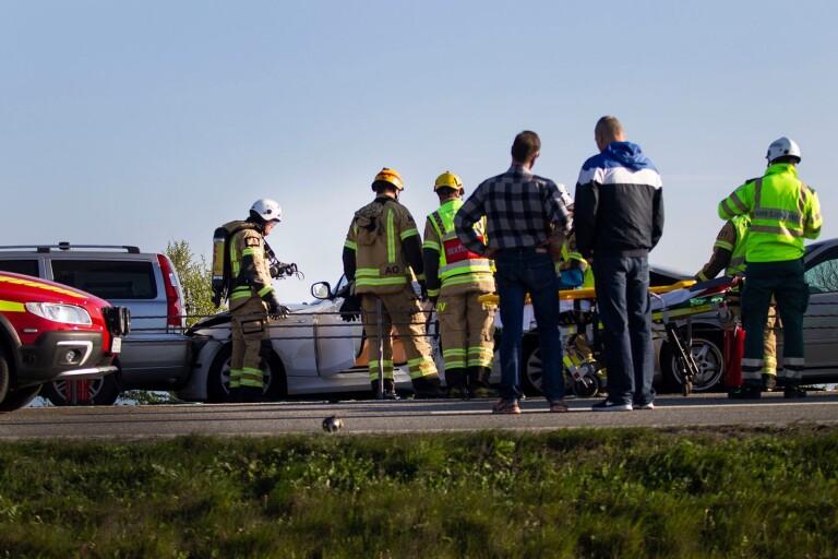 Föraren av en bilarna fick klippas loss av räddningstjänsten.