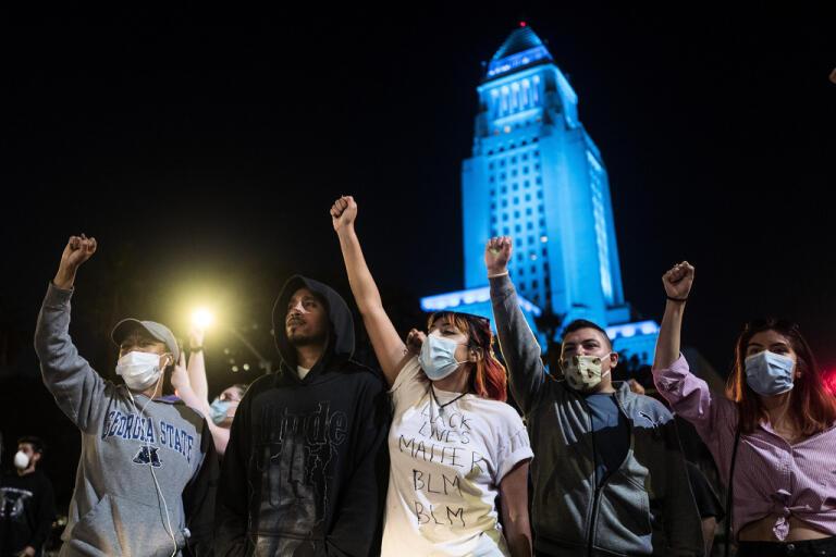 En protest med anledning av George Floyds död hölls även i Los Angeles på onsdagskvällen.
