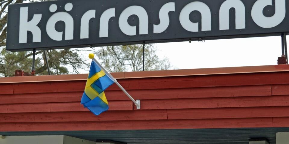 Nationaldagen firas redan den 5 juni med party på Kärrasand. Björn Rosenström och lokala coverbandet Något för alla med sin bas i Tingsryd.