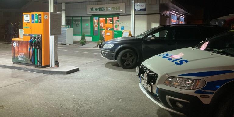 Masked robber threatened staff – took cash