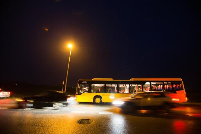 Brott: Fönsterrutor på buss sköts sönder av luftgevär under färd