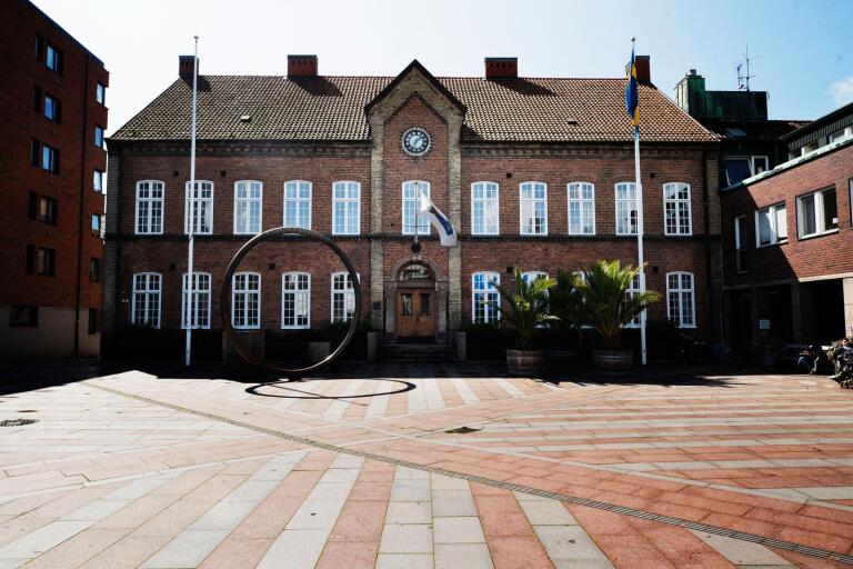 I avvaktan på en ny samhällsbyggnadschef i Rådhuset har Trelleborgs kommun tagit in en konsult som ska styra förvaltningen.
