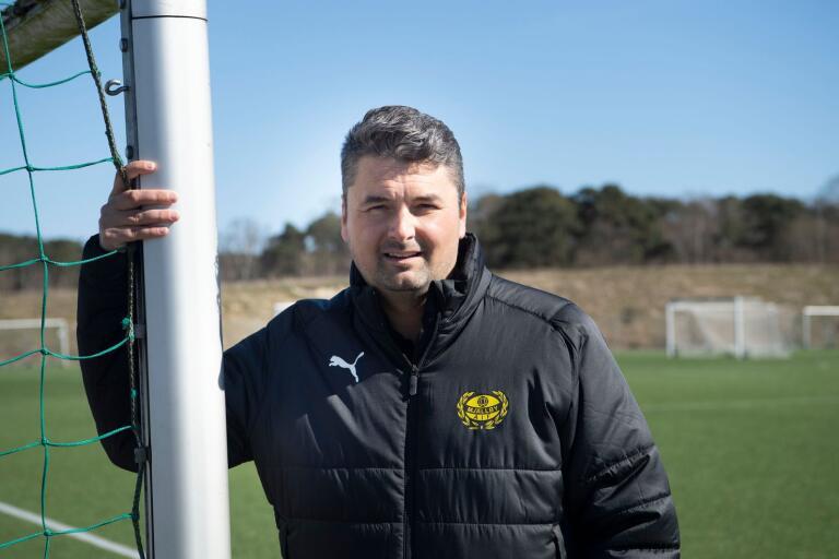 Mjällbys klubbchef Fredrik Danielsson har bråda dagar liksom många andra i idrottens värld.