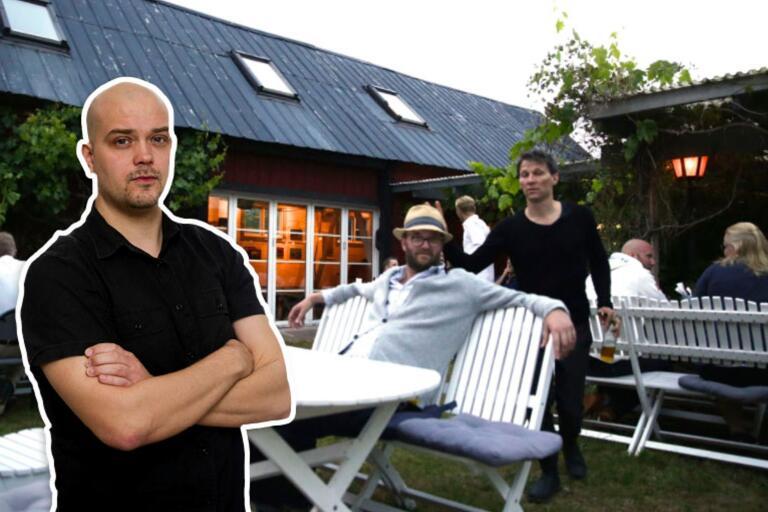 Skygge Jakob Hellman kom efter konserten på Kackelstugan i fjol ut, pratade med publiken och gjorde kaninöron (!) på artistbokaren Pelle Aldestam.