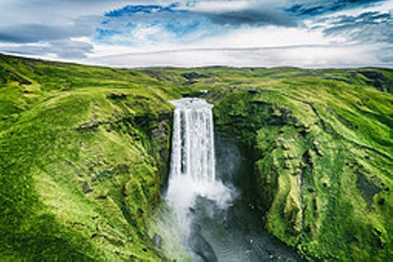 Besök Island under årets varmaste månad – vilket innebär en dygnsmedeltemperatur på 10,8 grader för Reykjavik.