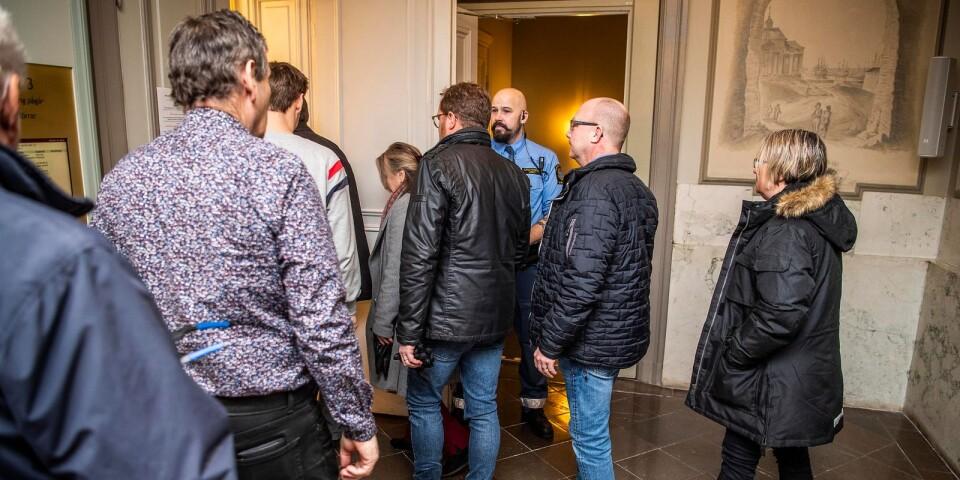 Det fanns ett stort intresse från allmänhet och media att följa torsdagens rättegång.