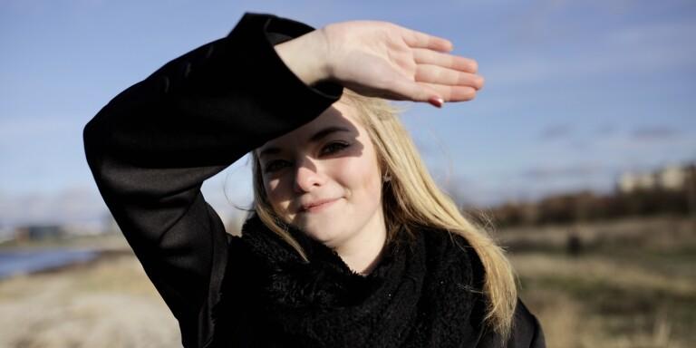 """Moa, 20, om ovanliga sjukdomen: """"Jag har missat den roligaste tiden i mitt liv"""""""