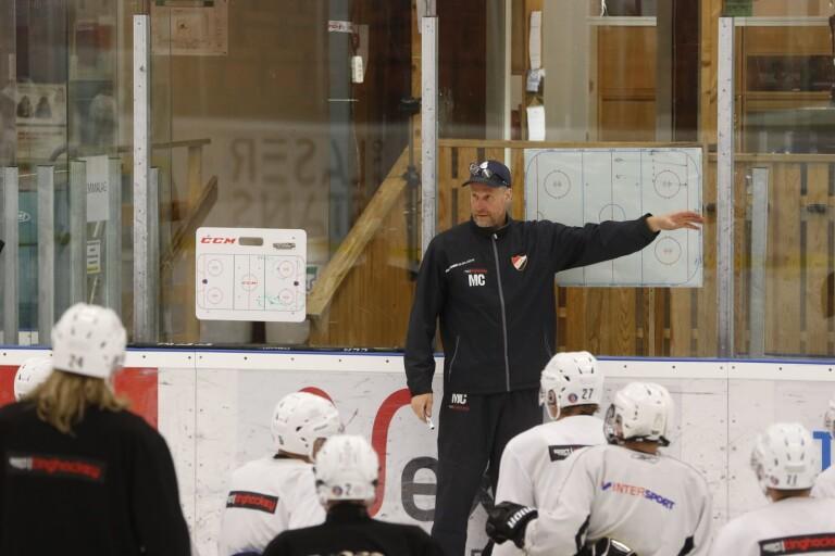 Inga hockeypremiärer i helgen – båda matcherna flyttade