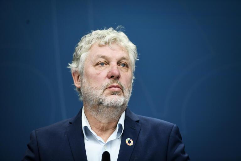 Biståndsminister Peter Eriksson (MP) säger att USA:s brytning med WHO kan få allvarliga konsekvenser.