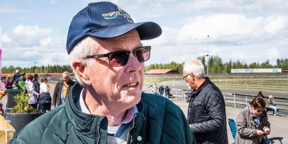 Lars-Erik Albrekt lägger många timmar på travbanan. En av huvuduppgifterna är att ragga sponsorer.